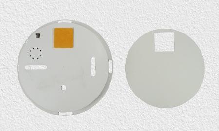 Montage des Hekatron Genius Plus Rauchmelders - Montagesockel mit Aussparungen