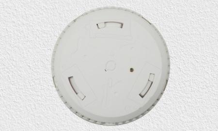 FireAngel ST-620 Montage - Montagesockel mit Aussparung