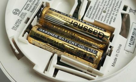 2 Stück 1,5V Alkaline Batterien im Bosch Ferion 1000 O