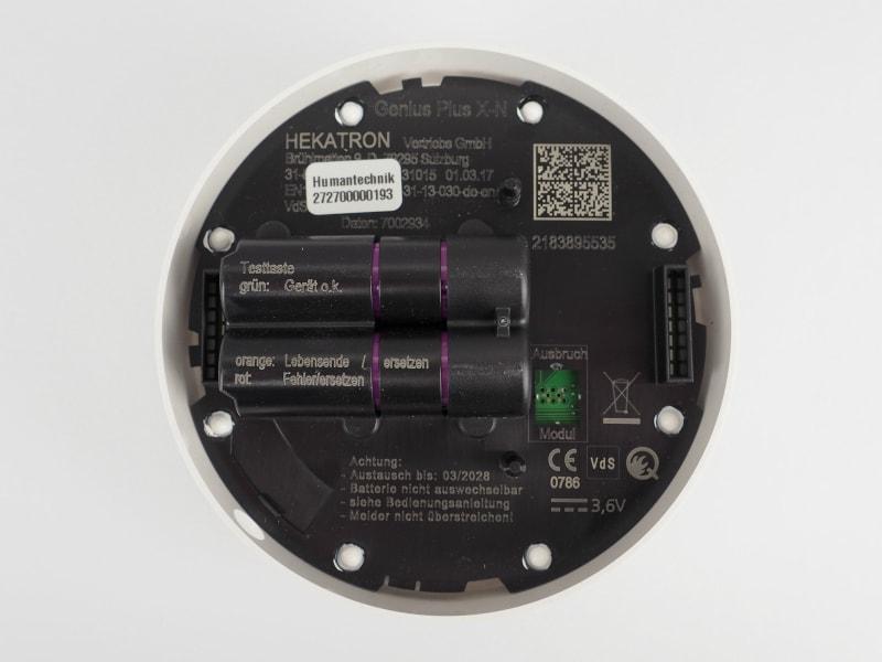 Unterseite des Humantechnik Funkrauchmelder mit Informationen zum Gerät