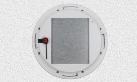 Pyrexx PX-1 Montage - Rauchmelder mit Aussparung für Magnethalterung.