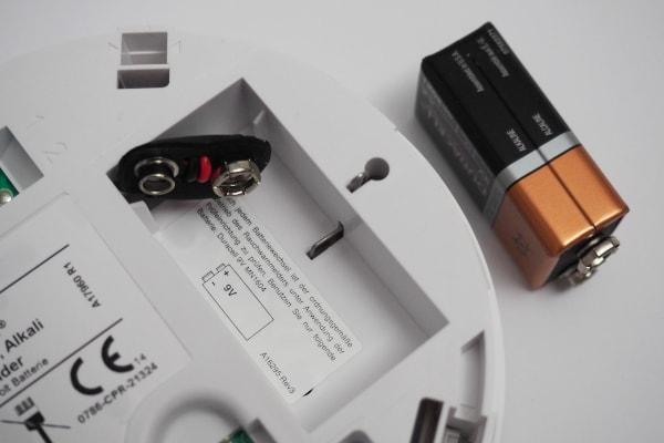 Rauchmelder mit 9V Block-Batterie abschalten