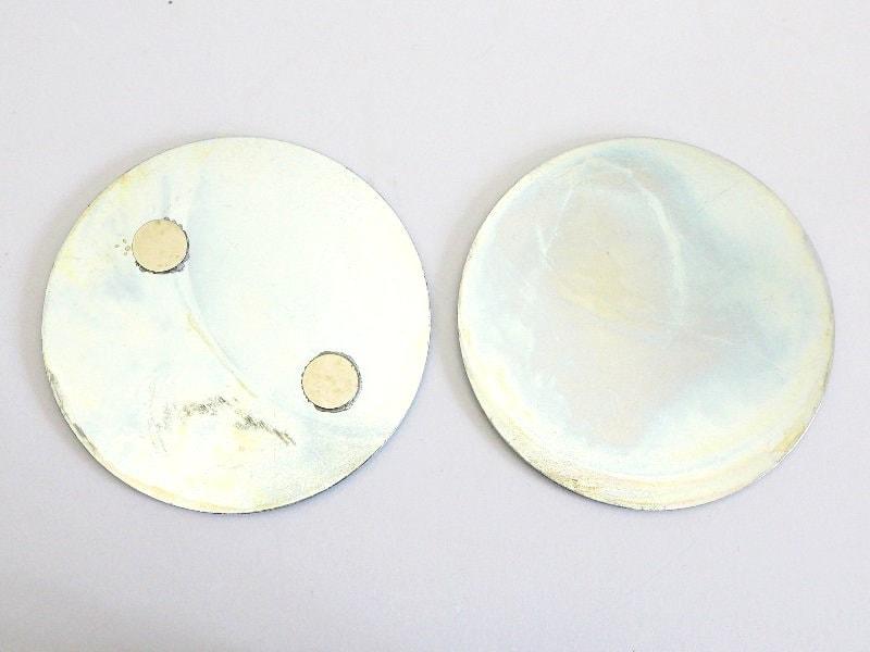Magnetolink Sockelelement (links) und Deckenelement (rechts)