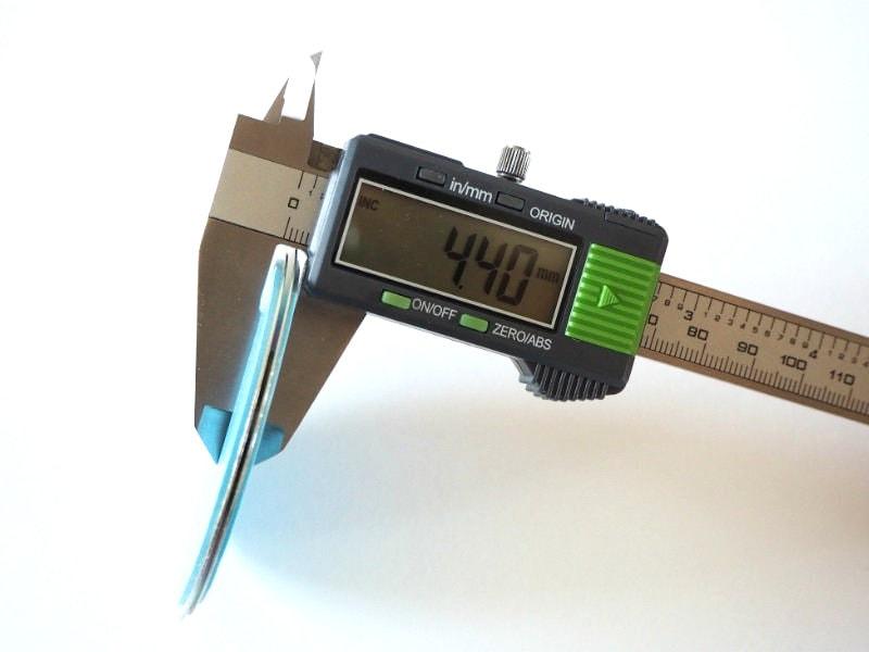 Dicke der Magnetolink Decken- und Sockelelemte zusammen: 4,40mm
