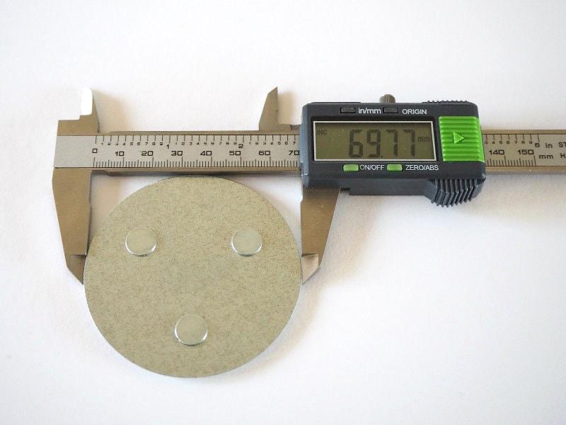 Durchmesser der Mumbi Magnetbefestigung: 69,77mm