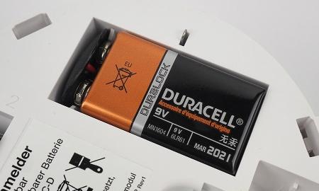 Ei603C mit eingelegter 9V Alkali-Batterie